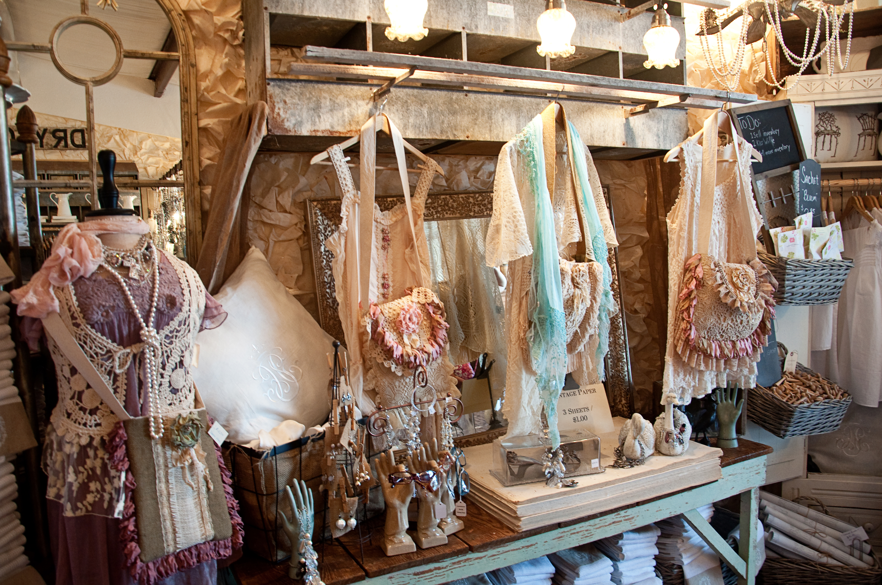 Romantic Country Spring  Feature Raised In Cotton - Gorgeous homes interior design