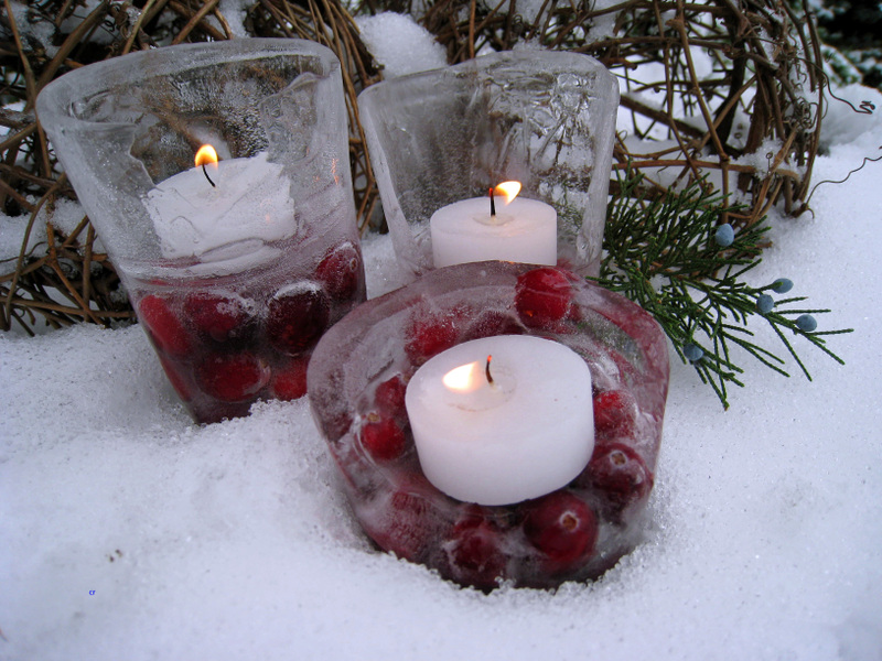 Cranberry_ice_lantern_closeup_edi_3